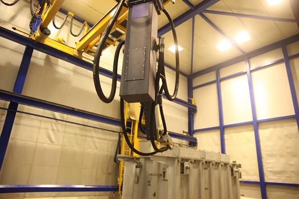 开泰自主研发的智能喷砂机器人